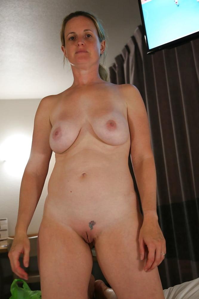 Hot Moms Spread Wide 291 - 49 Pics