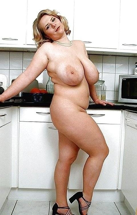 Japanese Was Naked In The Kitchen And Bared His Fat Ass