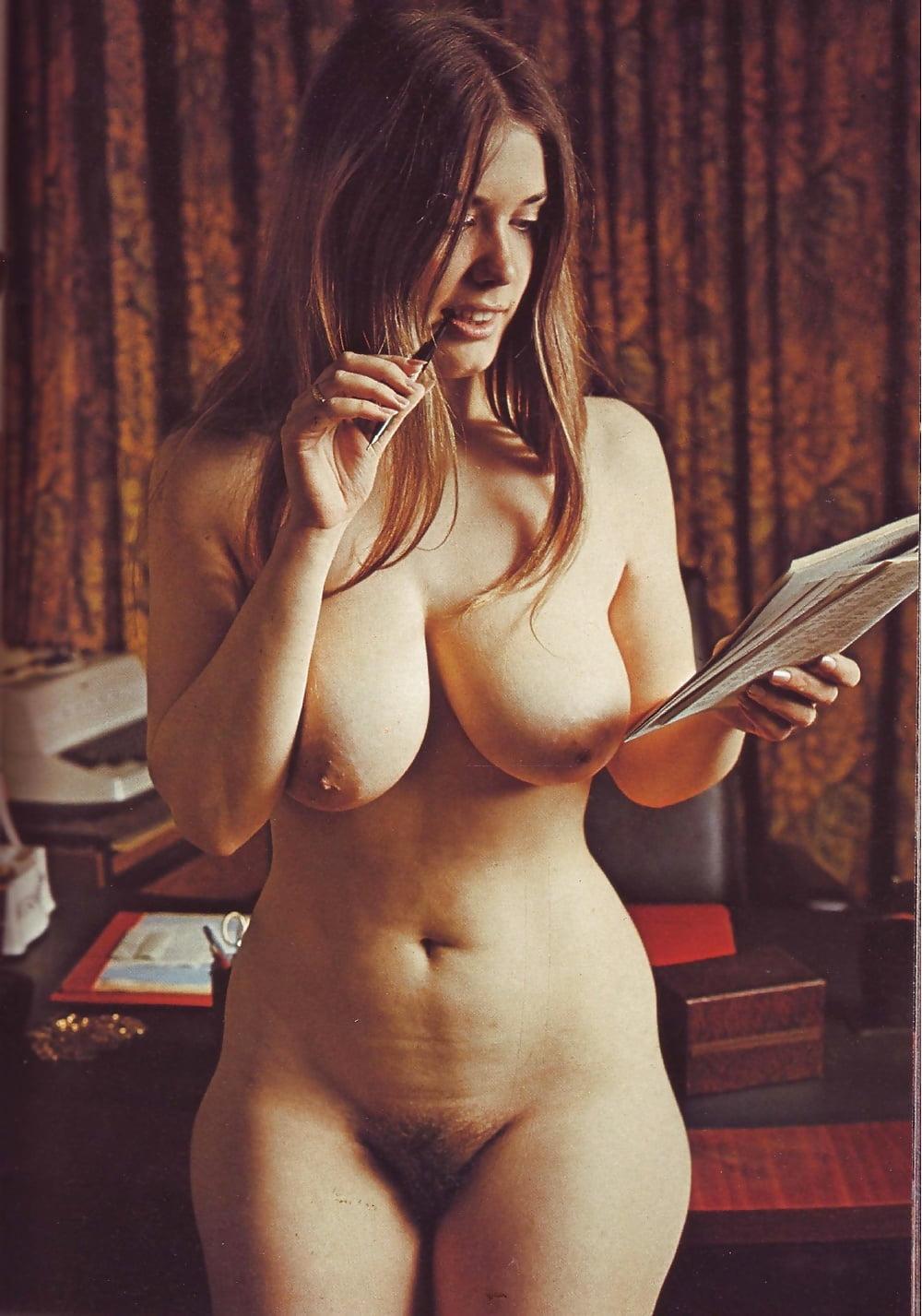 curvy-vintage-nude