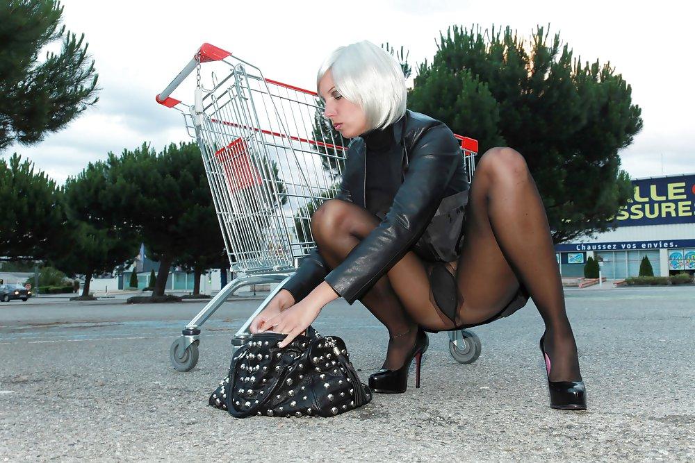 Эро фото женщин на улице в колготках, ебут сиськастую толпой