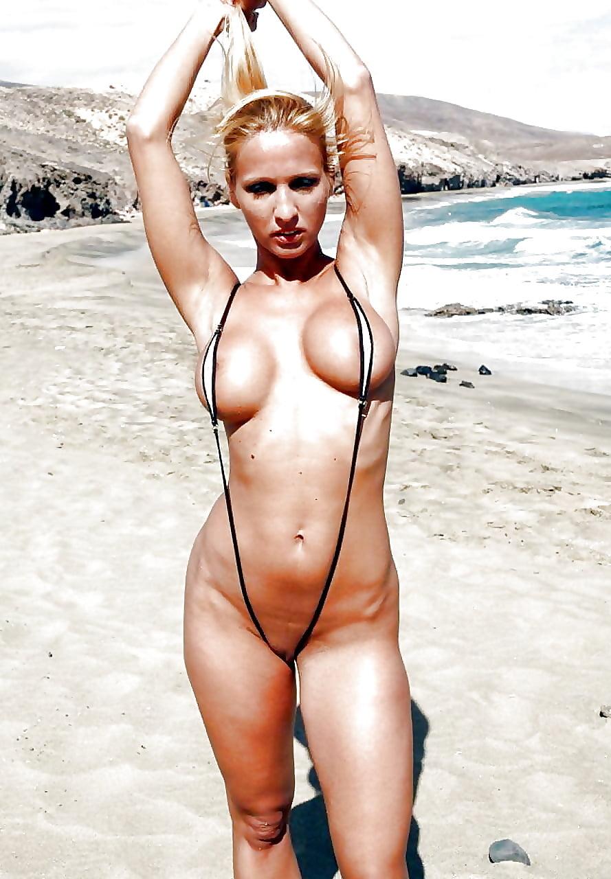 Фото голых минибикини, смотреть порно поочереди кончают в одну киску