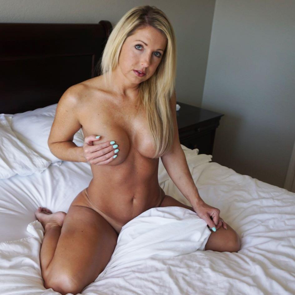 Courtney Hansen Boobs