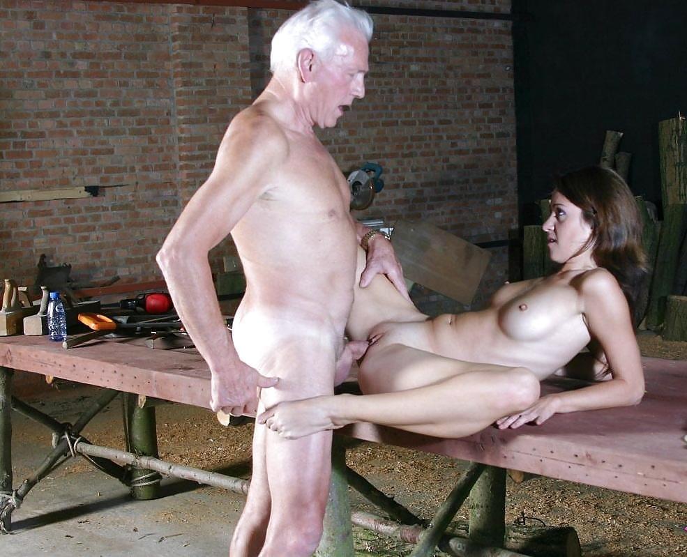 Секс со старым извращенцем