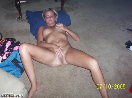 Amateur babes love to cum