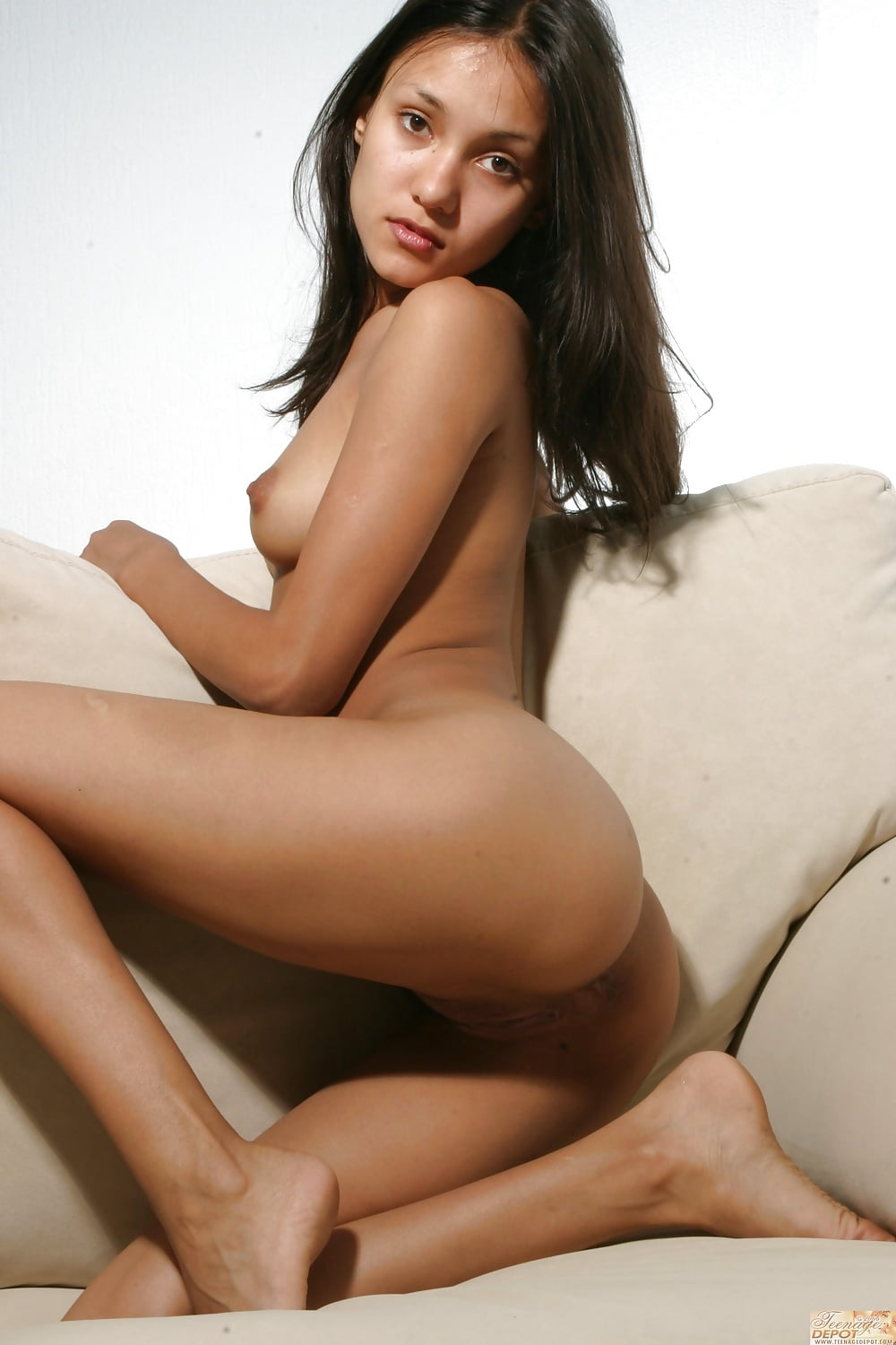 girls-sex-nude-kristin-kreuk-bent-over-orders-sex