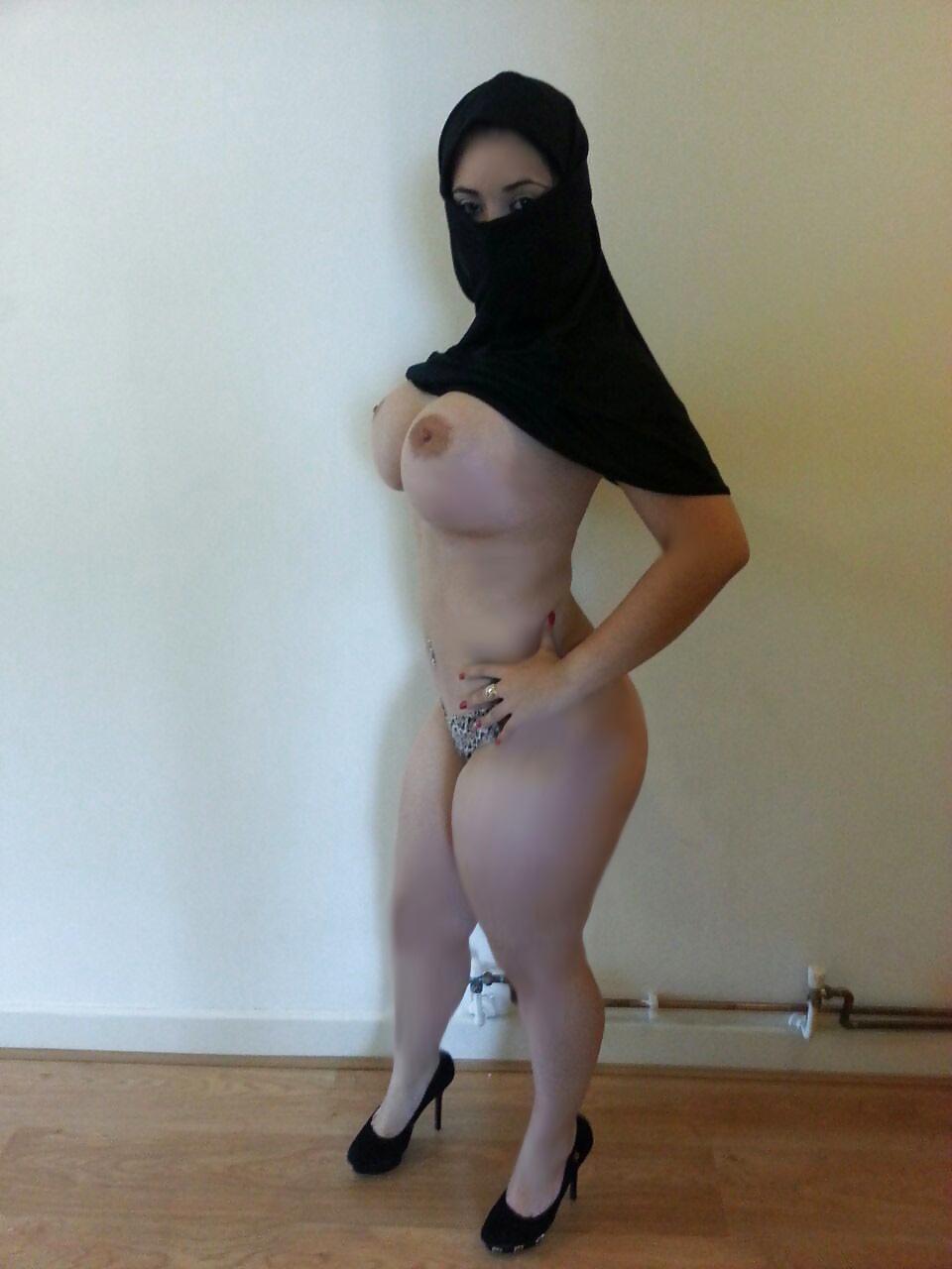Kuwaiti girl number nude 2