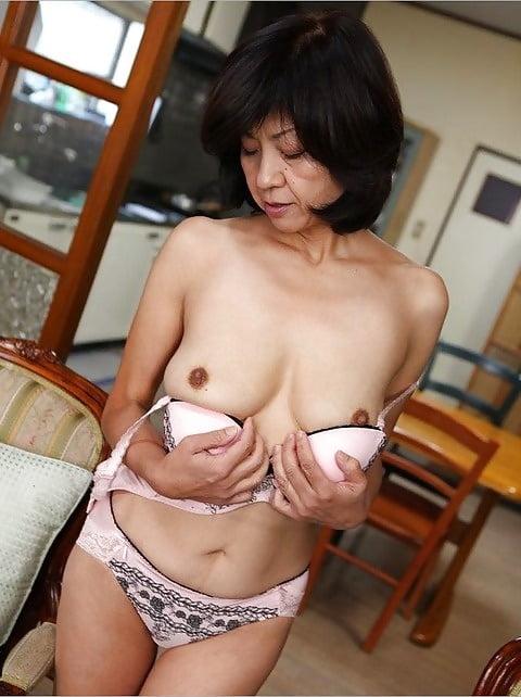 старая азиатка раздевается фото - 12