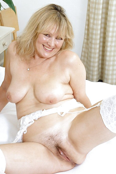 porno-svingerov-golie-starie-mamki-foto