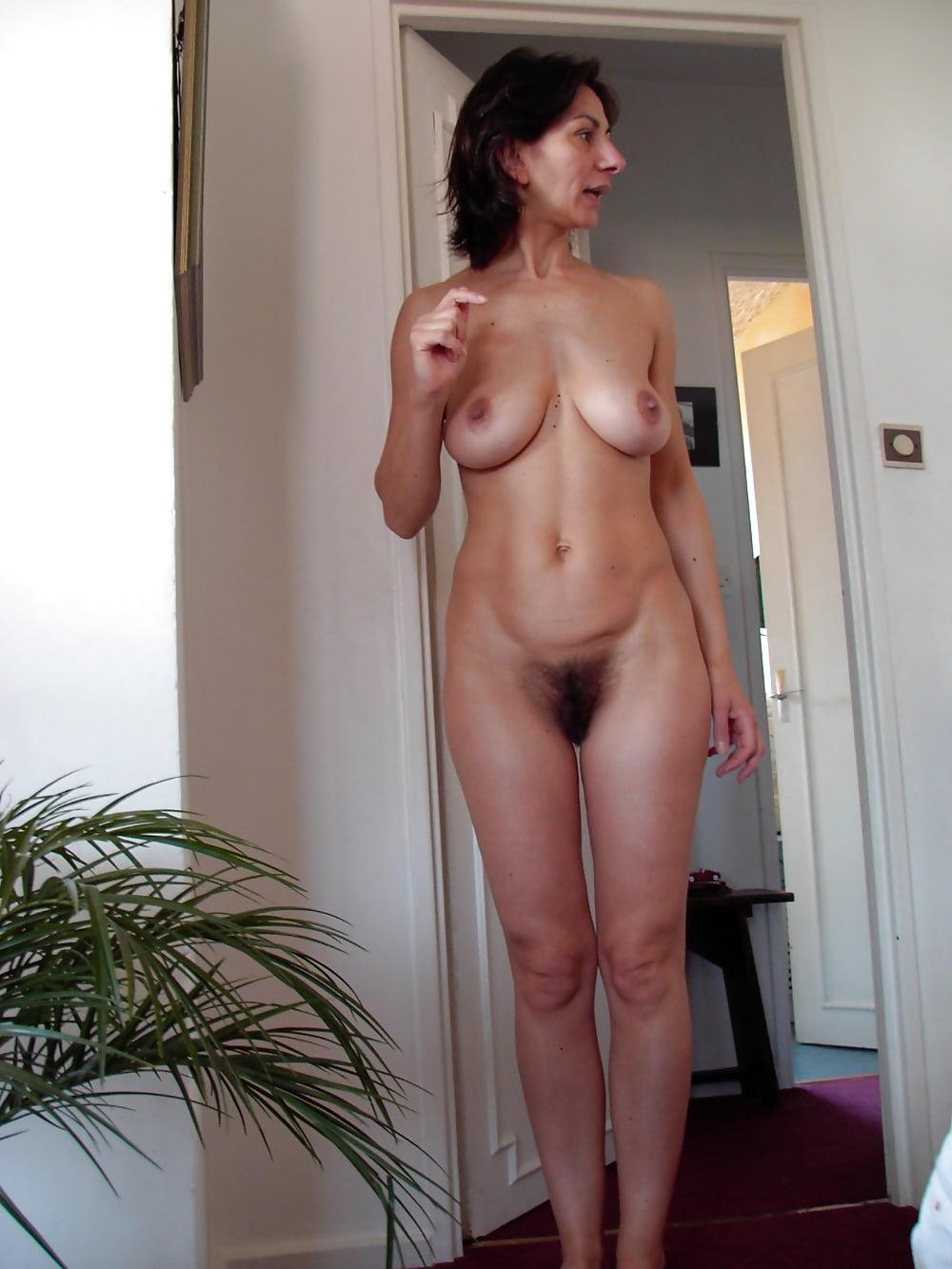 Classy naked moms — photo 10