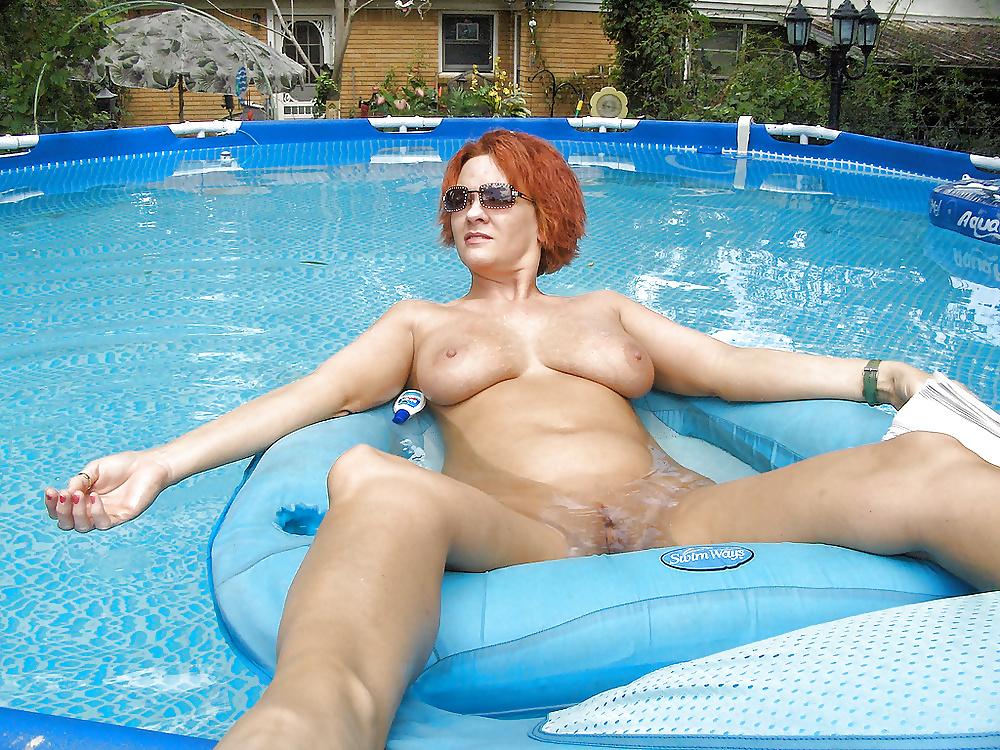 nude-pool-moms
