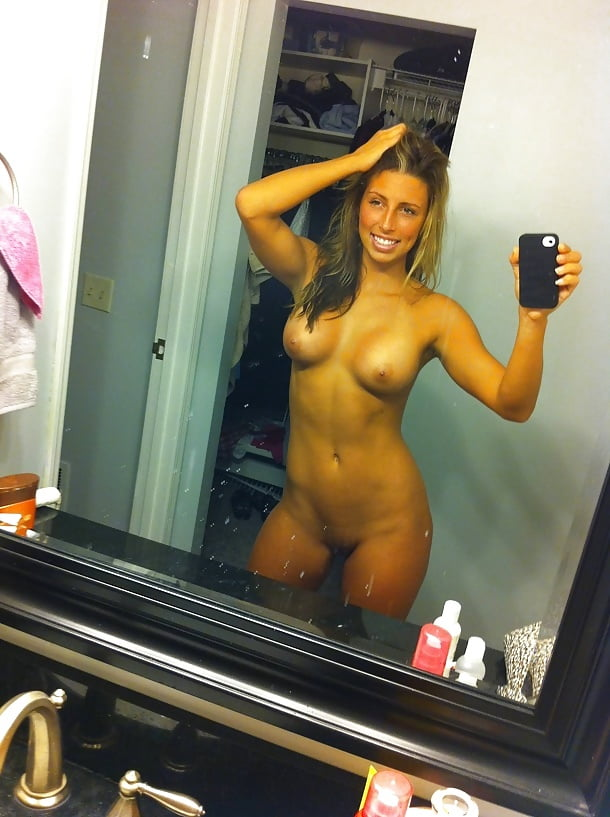 hip-hop-girls-nude-self-shot