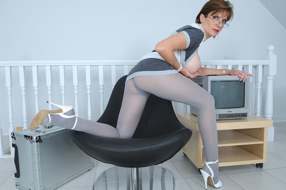 amatur-woman-lady-sonia-pantyhose-video-pic-galleries