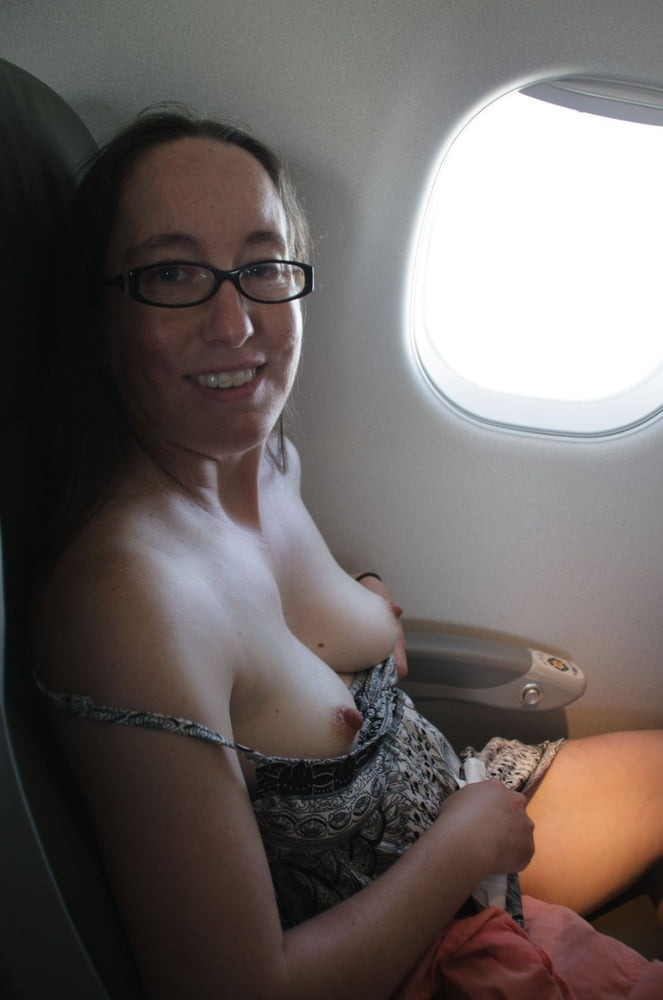piece-flashing-nude-pictures-on-a-plane