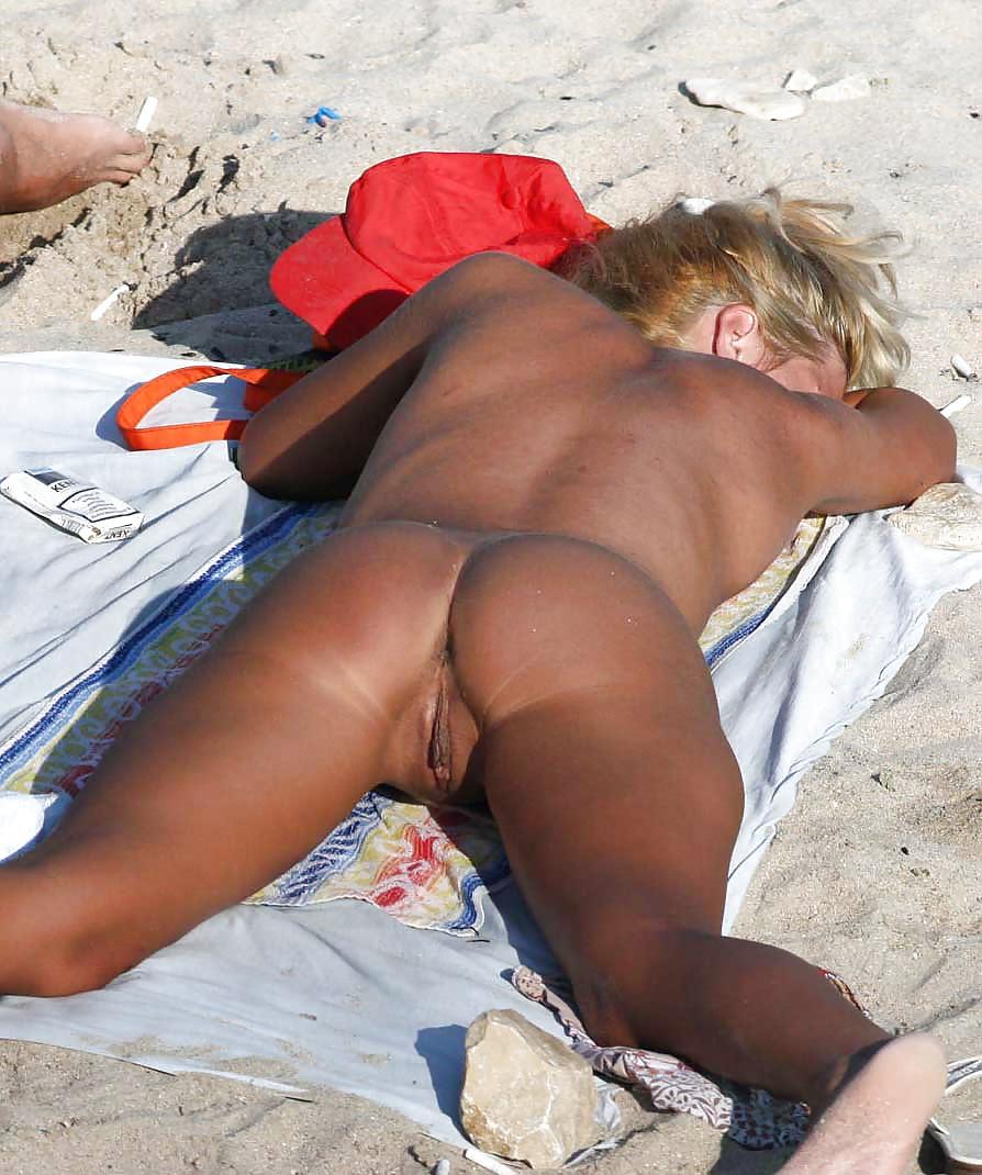 женские голые попки на море подглядывание выбор видеоматериала