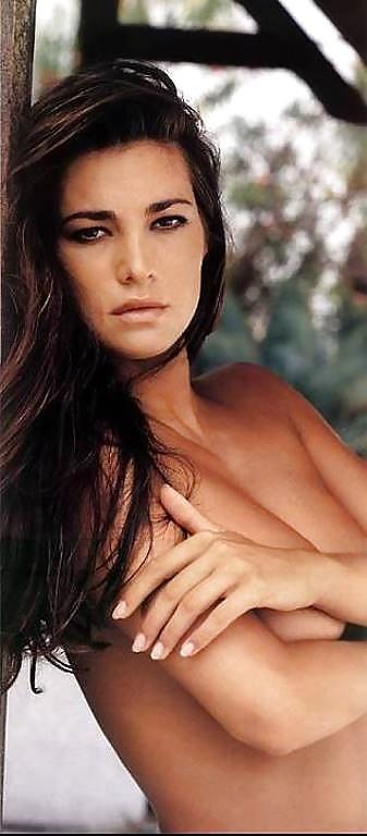 manuela-arcuri-hot-photo-x-x-pitbull-nude-or-naked