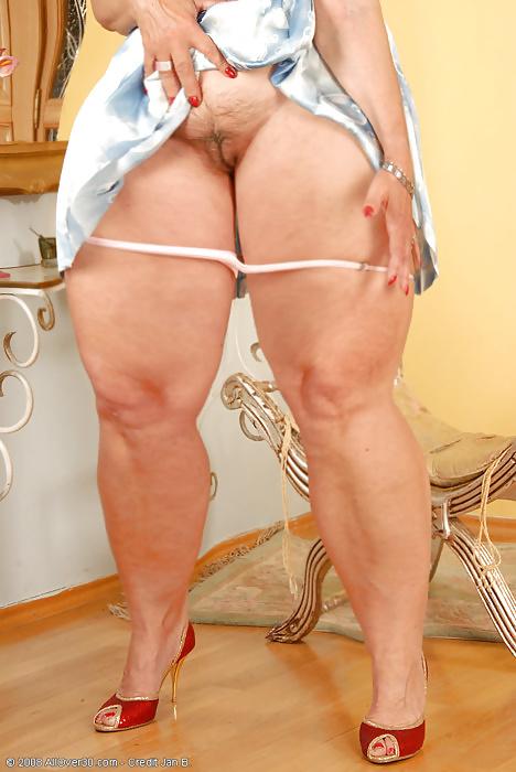 Женщин форме зрелые с целлюлитом порно фото анальная стимуляция