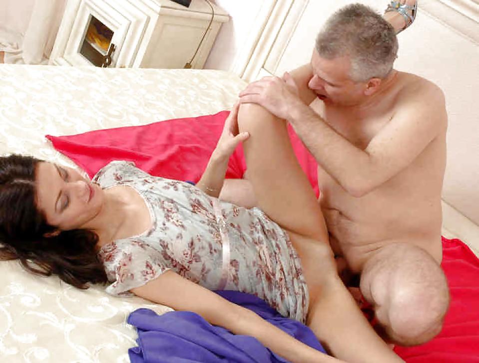 Dad Fucks Sleeping Daughter Sex Pics