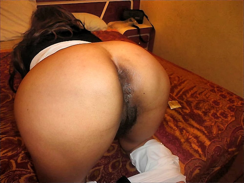 SHOWING JUICY PUSSY 34