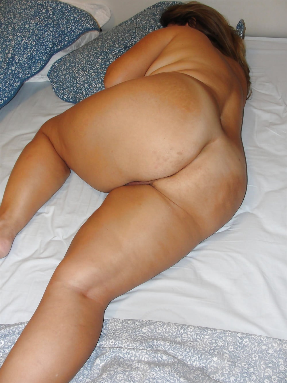 Fat black women sleeping nude — pic 1