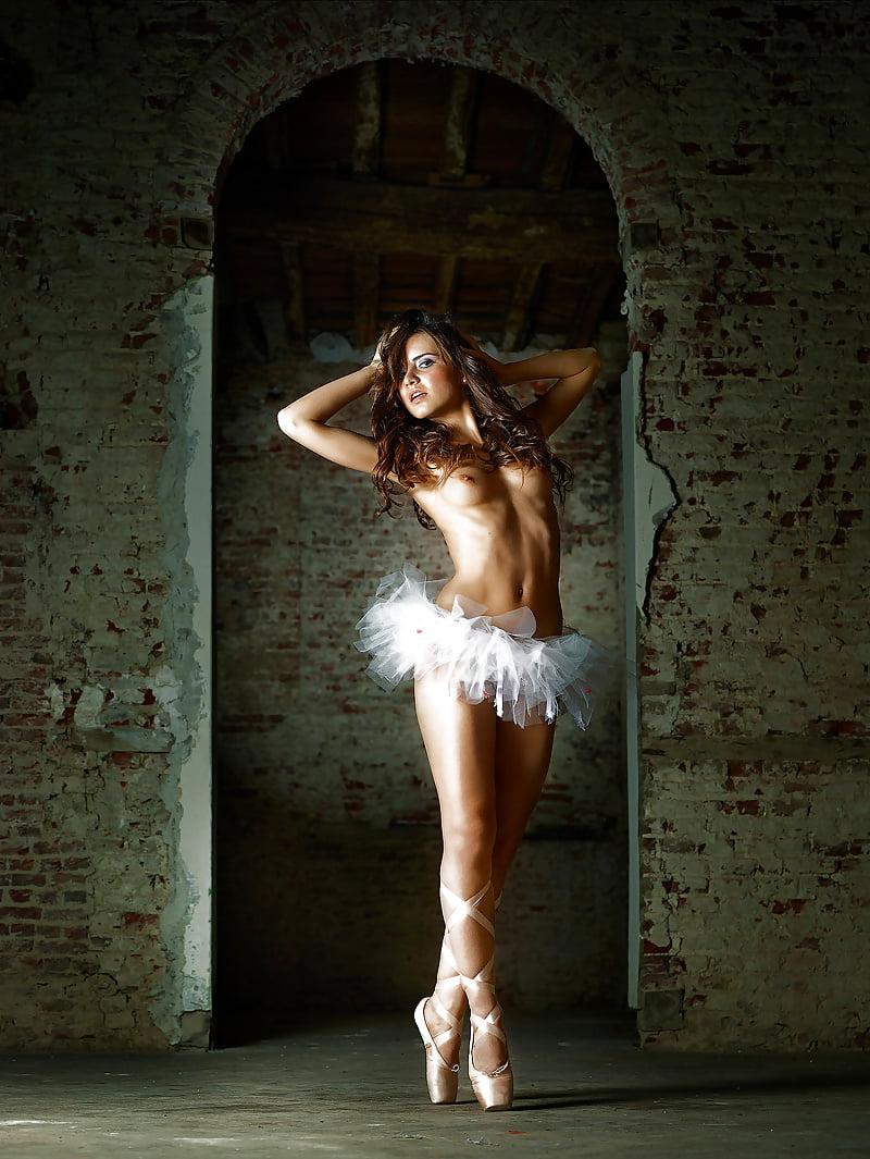 Sexy girl naked dance-7013