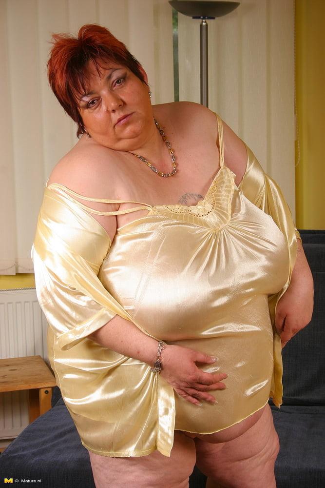 Amateur mature lingerie pictures