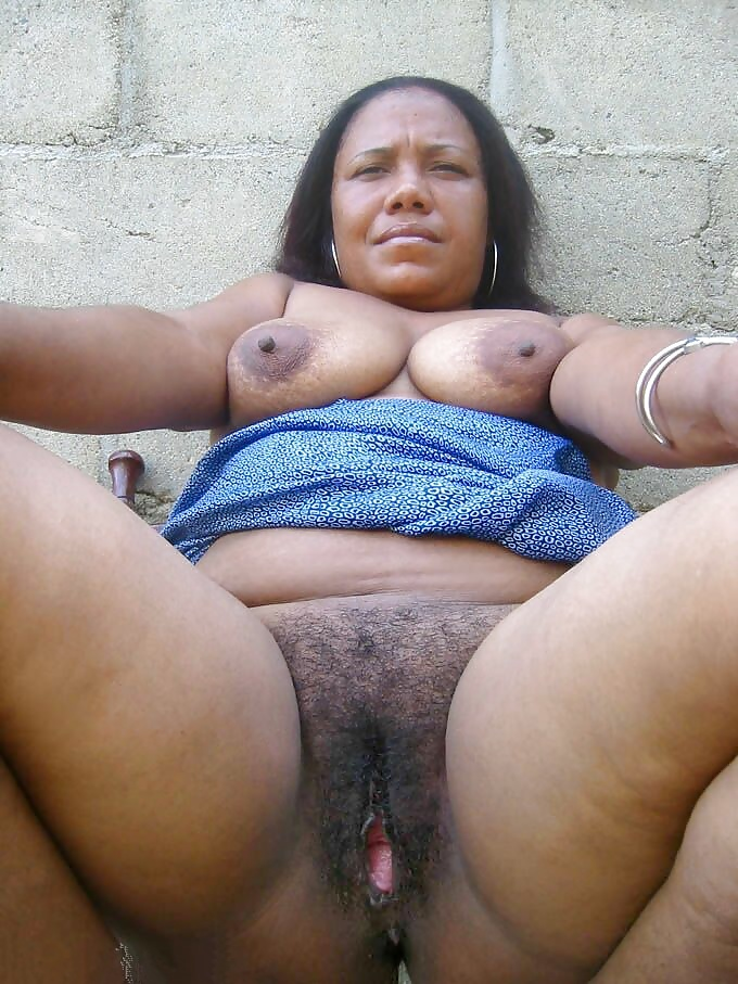 Mature black pussies