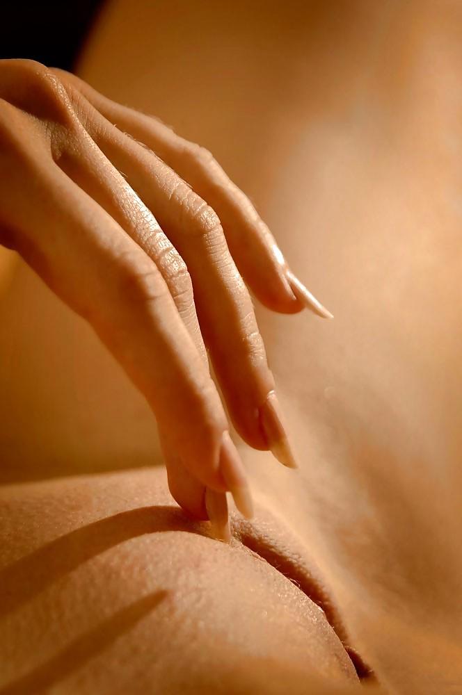фото девушки пальчиком ласкают себя давай душе устроим