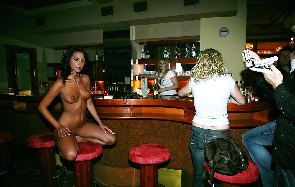 Зашла в бар и разделась — pic 13