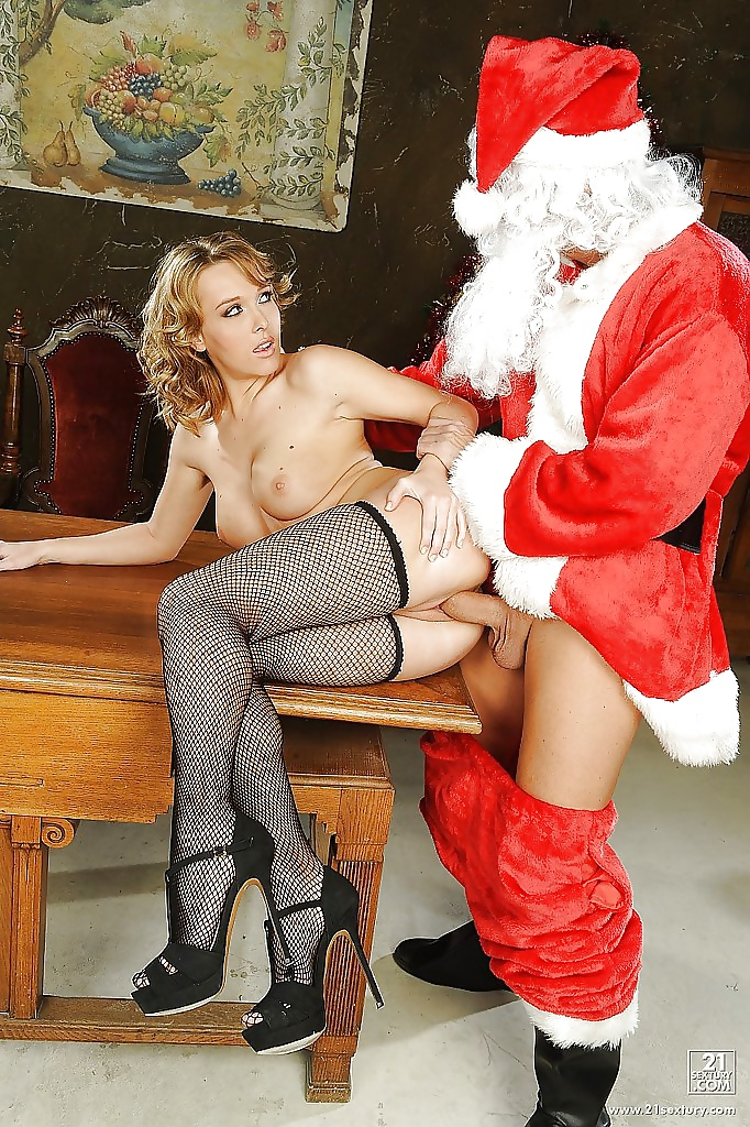 housewives-naked-girls-fuck-santa-black-girl