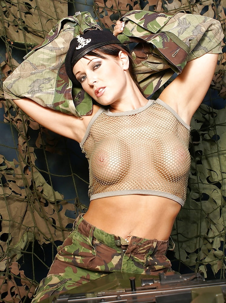 naked-girls-in-the-military