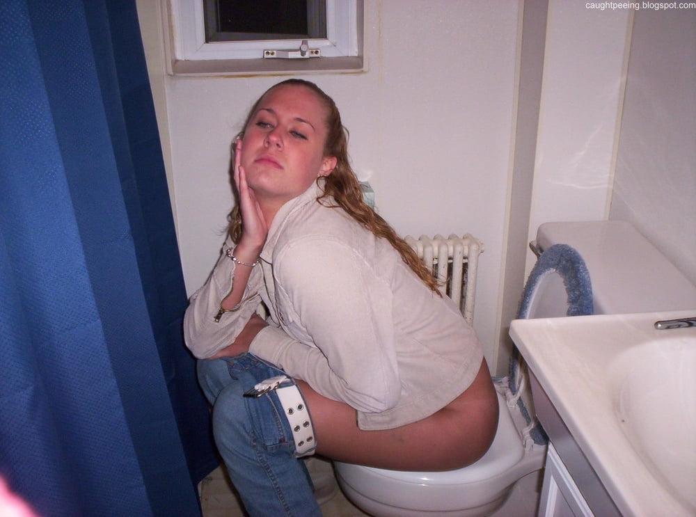 Most beautiful naked teen pee — photo 2
