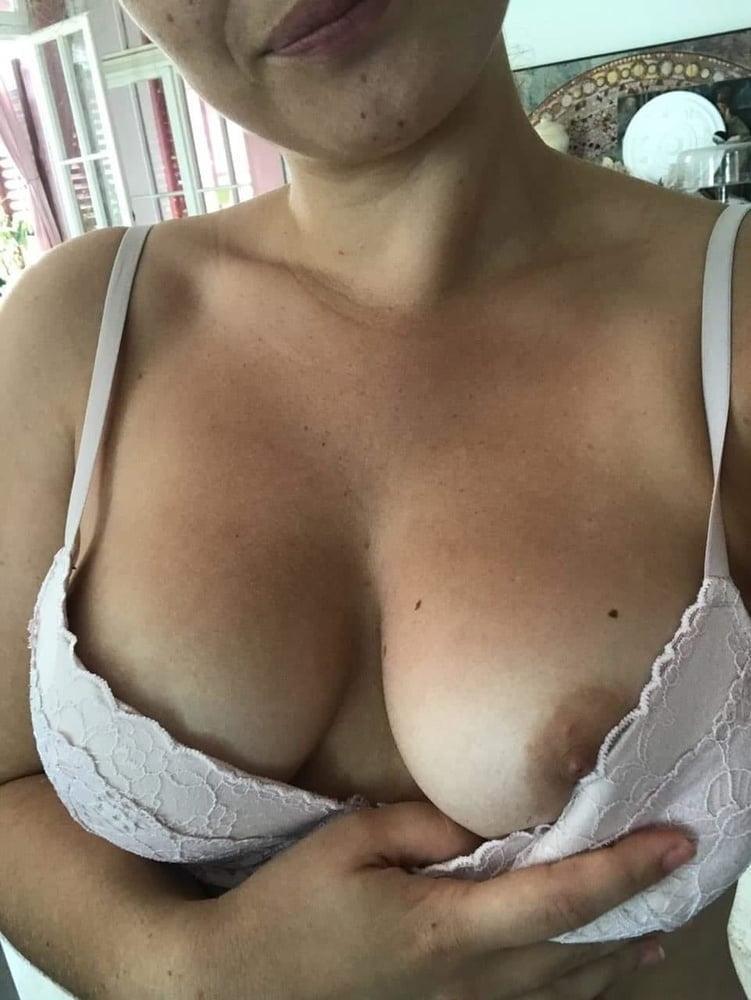 Sexy bitch - 19 Pics
