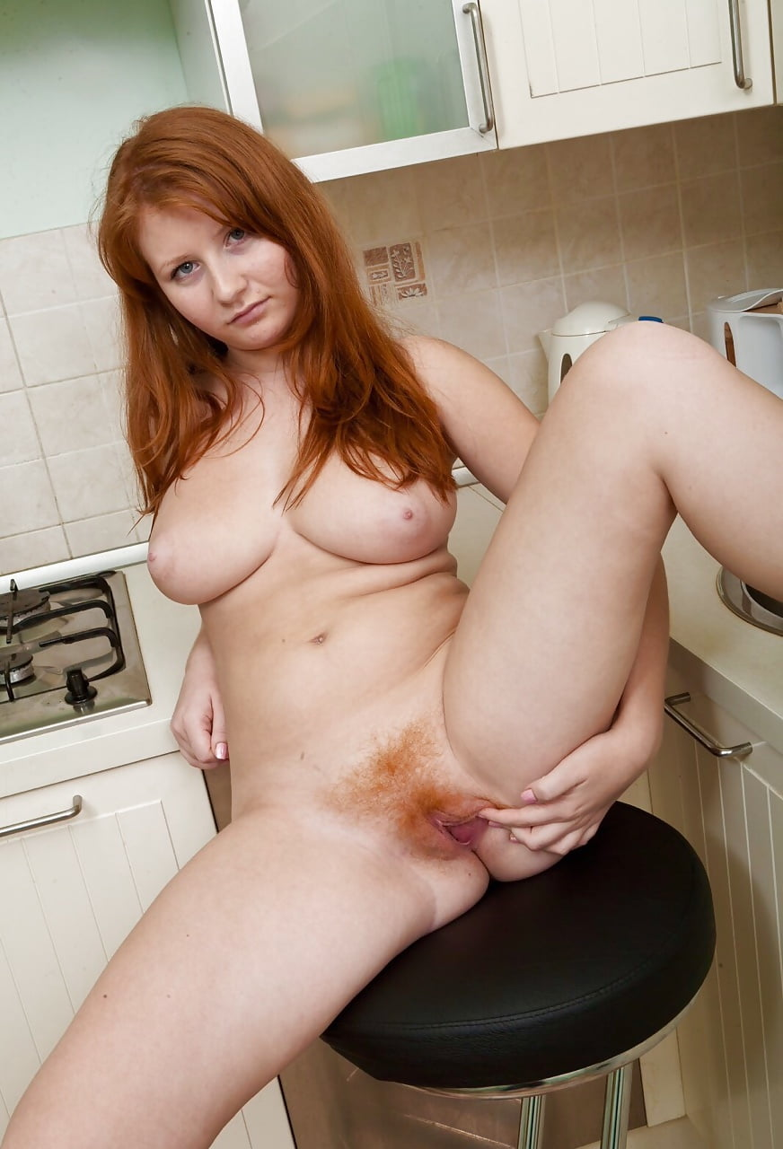 Hot Naked Red Haired Milf Shows Pink