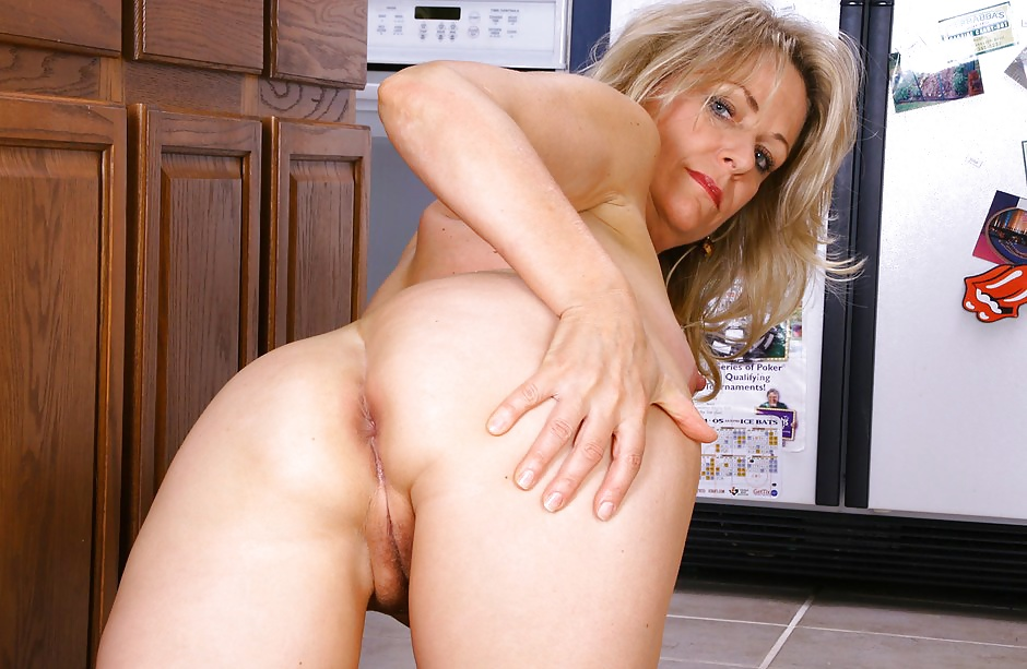 pin-pussy-leah-mature-nude