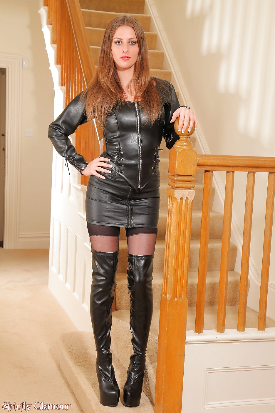pic-of-young-milf-in-leather