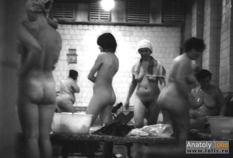 Порно скрытка в общественной бане