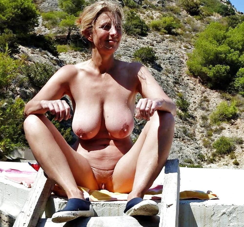 middle-aged-women-nude-beach
