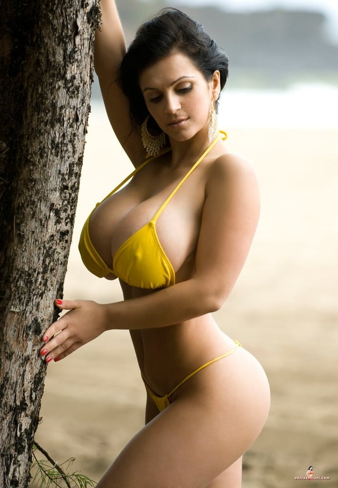 Hawt Naked Girls With Large Boobs