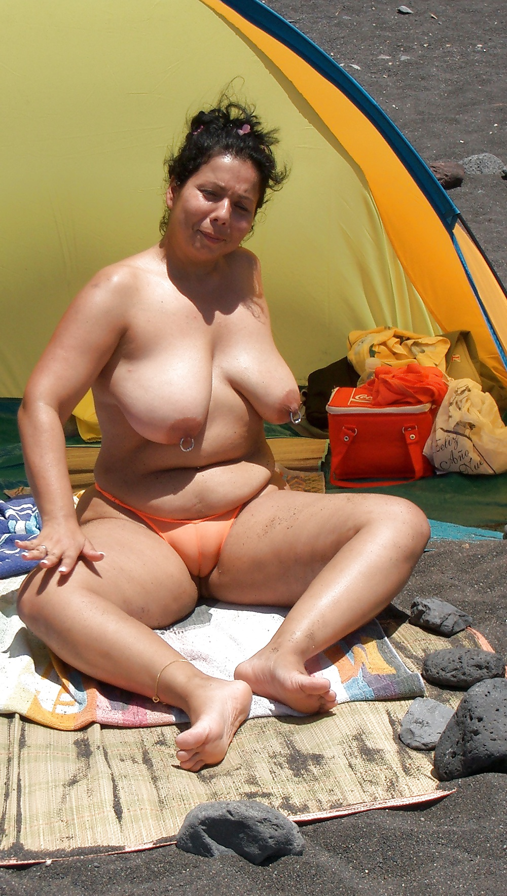 Chubby mom at beach nude — pic 12