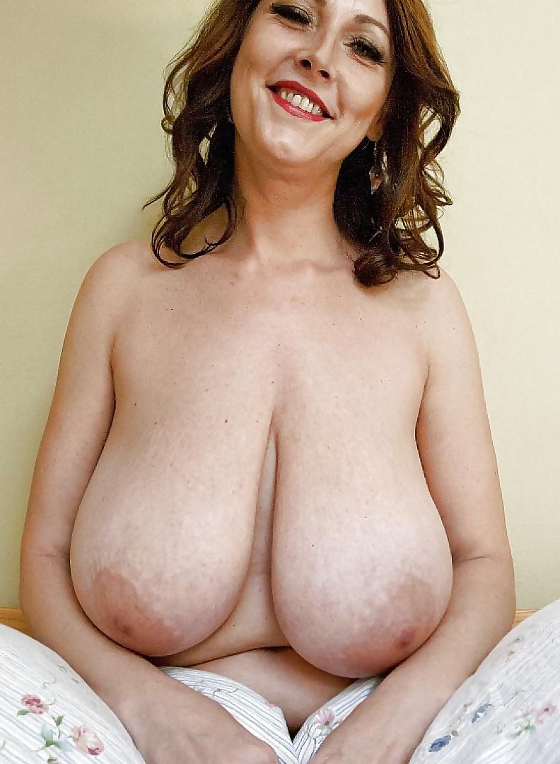 Фото обнаженной женской висячей груди с большими сиськами, с женой на море порно
