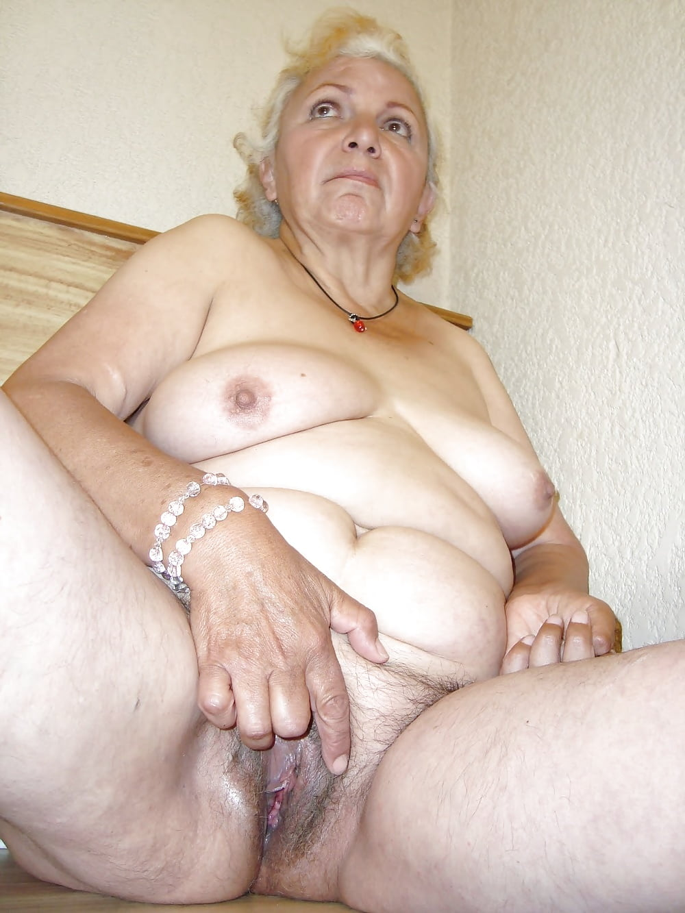 Old granny nude pictures