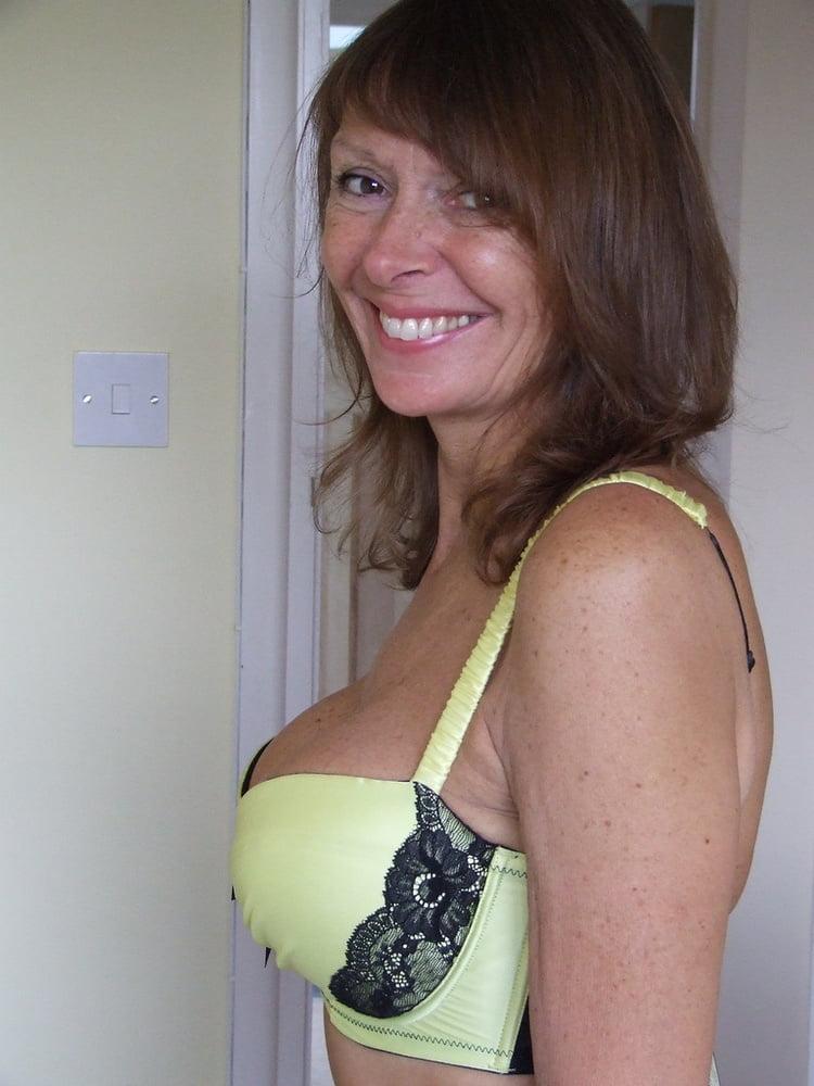 Amateur women in bras pics #3