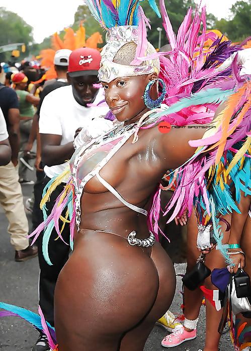 карнавал больших задниц