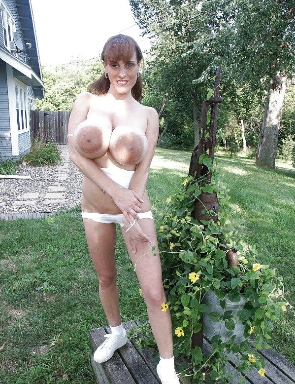 Tiny Waist, Huge Boobs 18 - 30 Pics