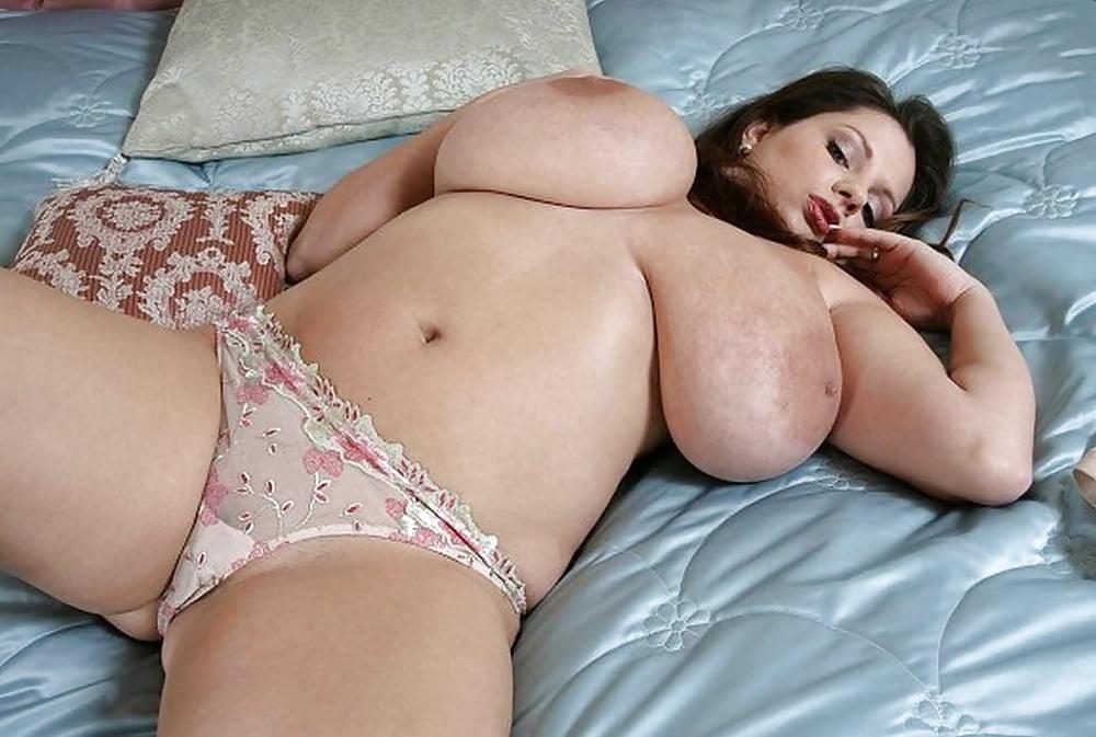 Фотки голых пышных баб с большими сиськами 6