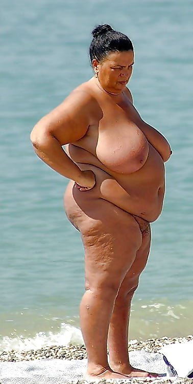 fat-tits-at-the-beach