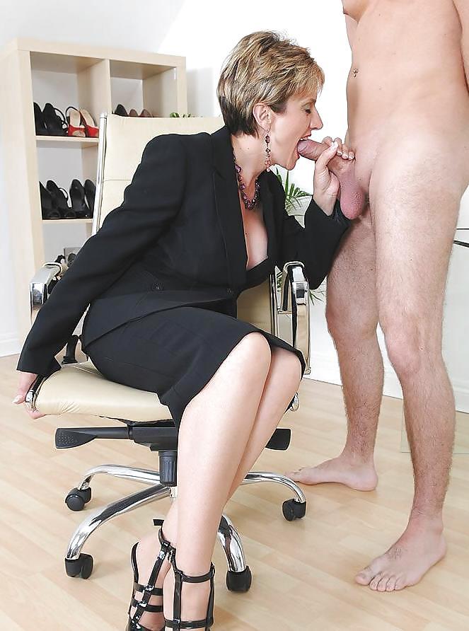 Секс женщин в деловом костюме