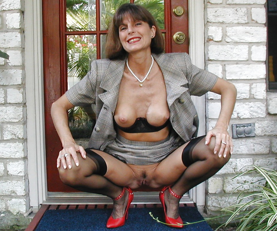Mature English Woman Shows Off Her Pussy And Fingering In Stockings Pussy