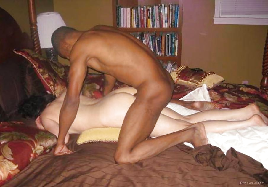 Wife stays naked when neighbors stop by — pic 15