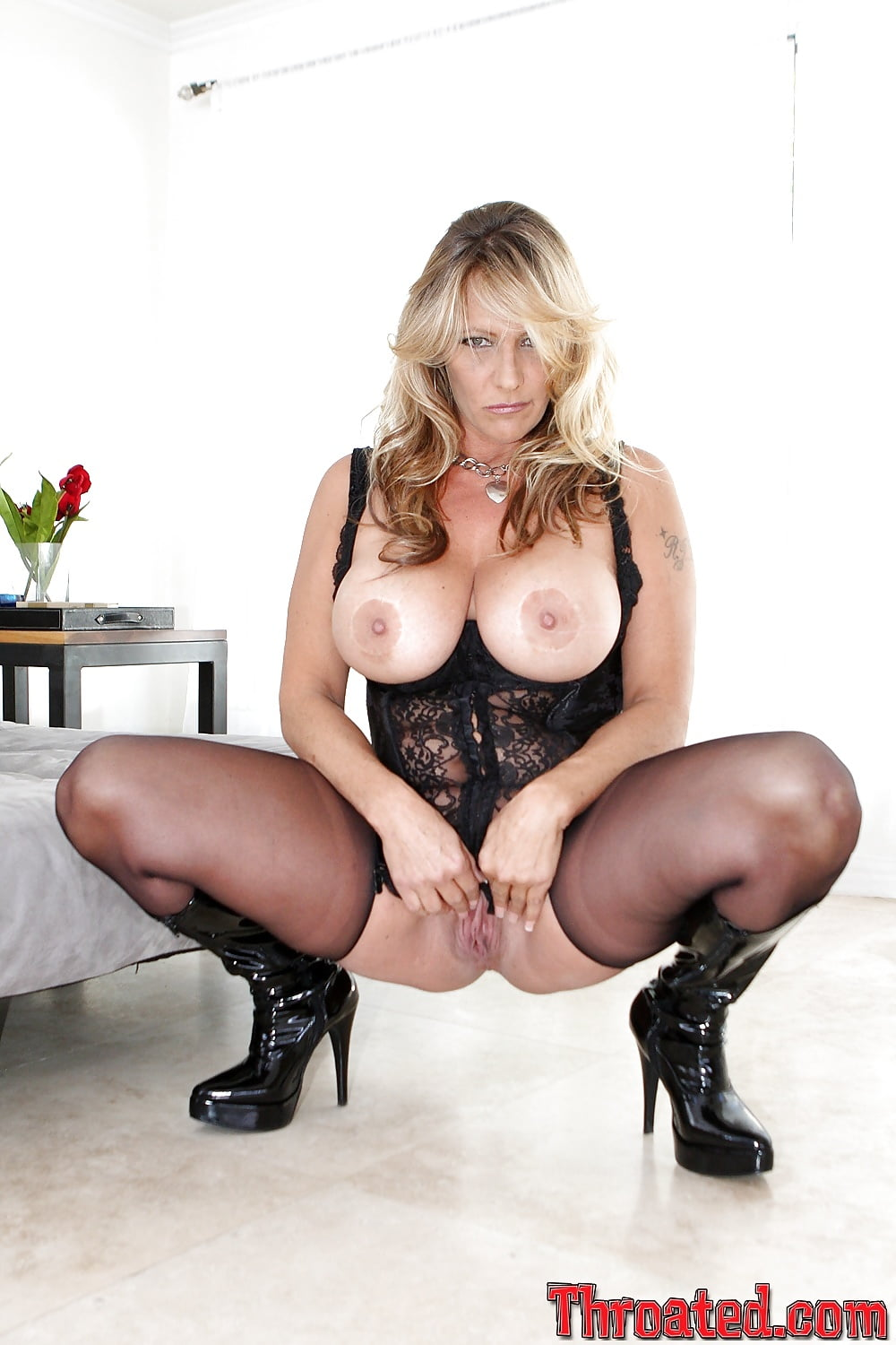 Diamond debi nude — img 8